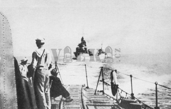 Oddíl torpédoborců odplouvá do Anglie...
